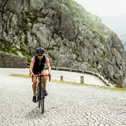@Airolo-Roadcycling-Switzerland-Tourism_Ivo-Scholz-